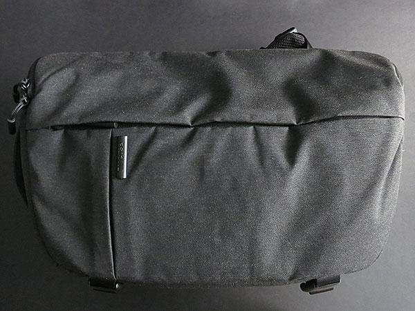 Incase DSLR Sling Pack