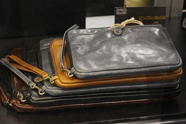 PKG Leather Simple Sleeve