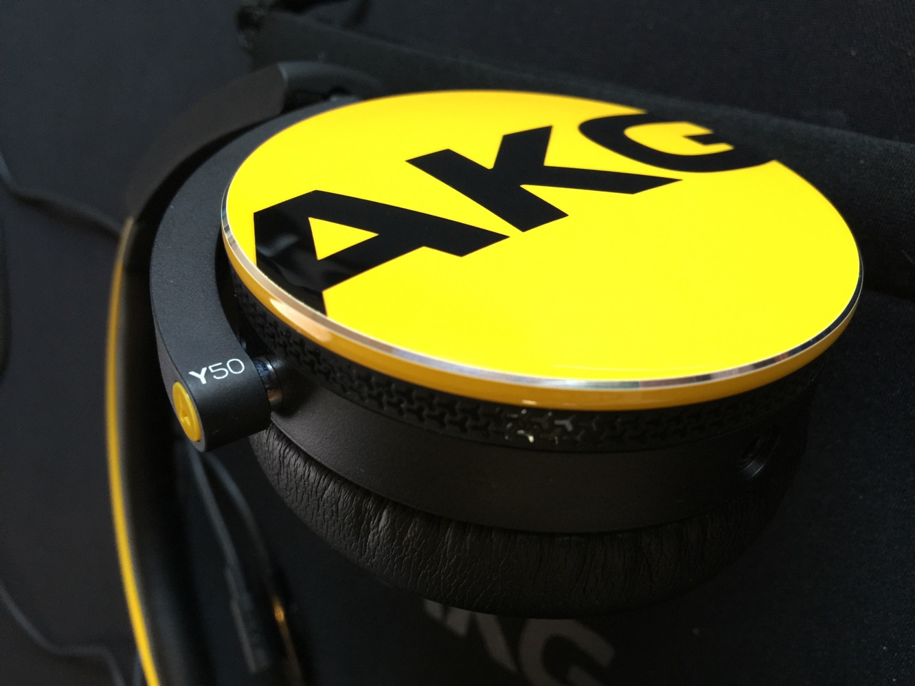 Review: AKG Y50 On-Ear Headphones