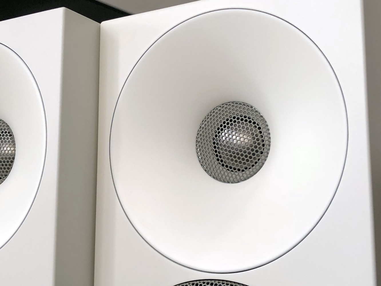 Review: Amphion Helium410 Bookshelf Speakers