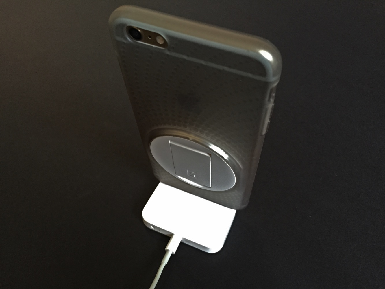 Review: Apple iPhone Lightning Dock