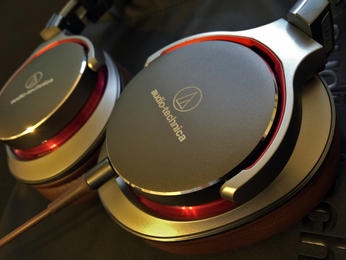 Review: Audio-Technica ATH-MSR7 SonicPro Over-Ear Headphones 4