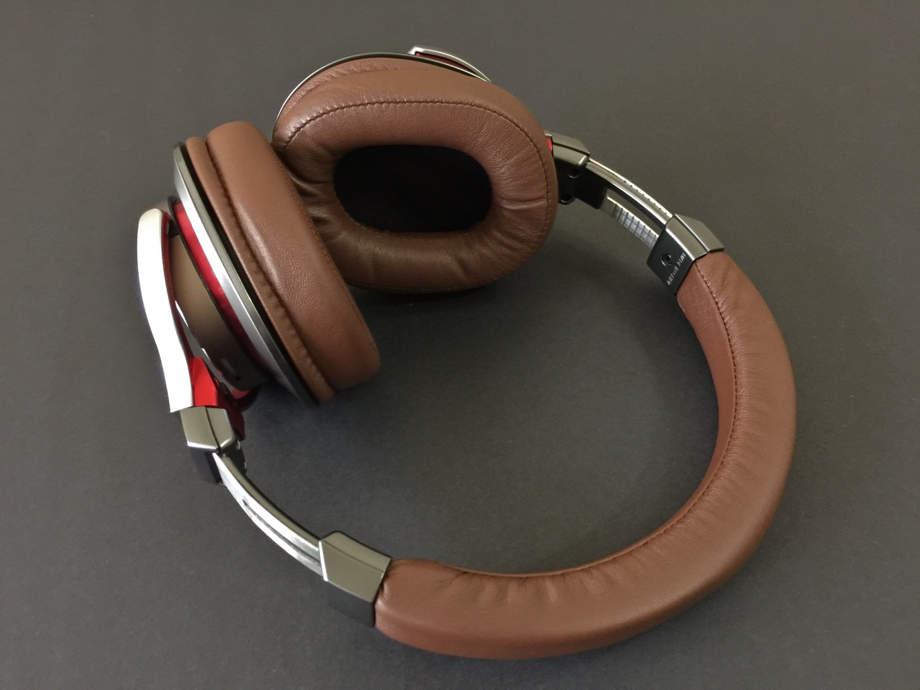 Review: Audio-Technica ATH-MSR7 SonicPro Over-Ear Headphones 5