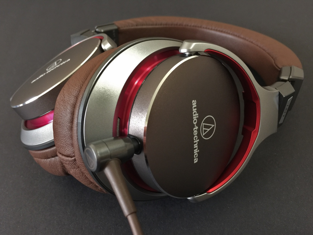 Review: Audio-Technica ATH-MSR7 SonicPro Over-Ear Headphones 7