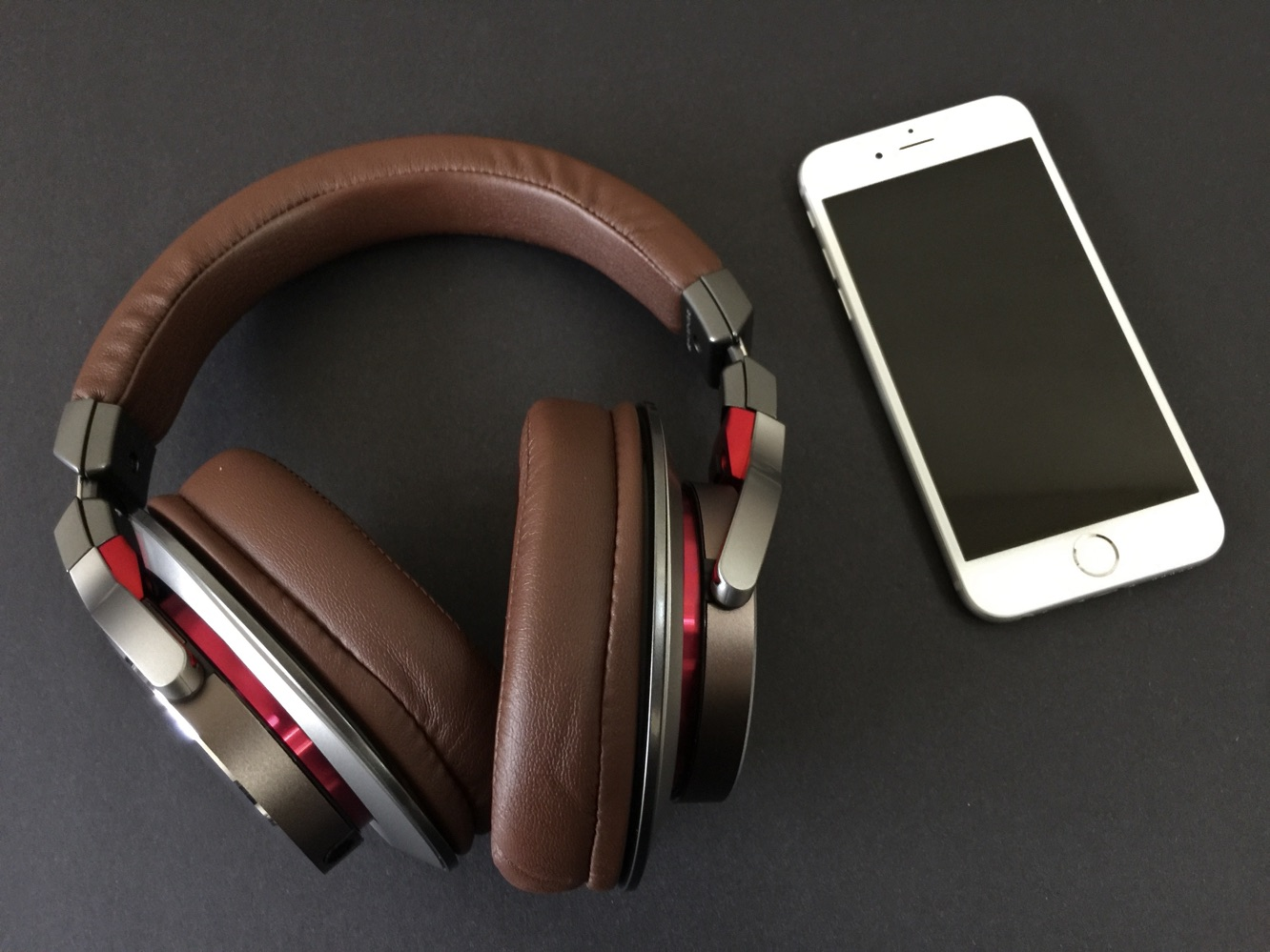 Review: Audio-Technica ATH-MSR7 SonicPro Over-Ear Headphones 6