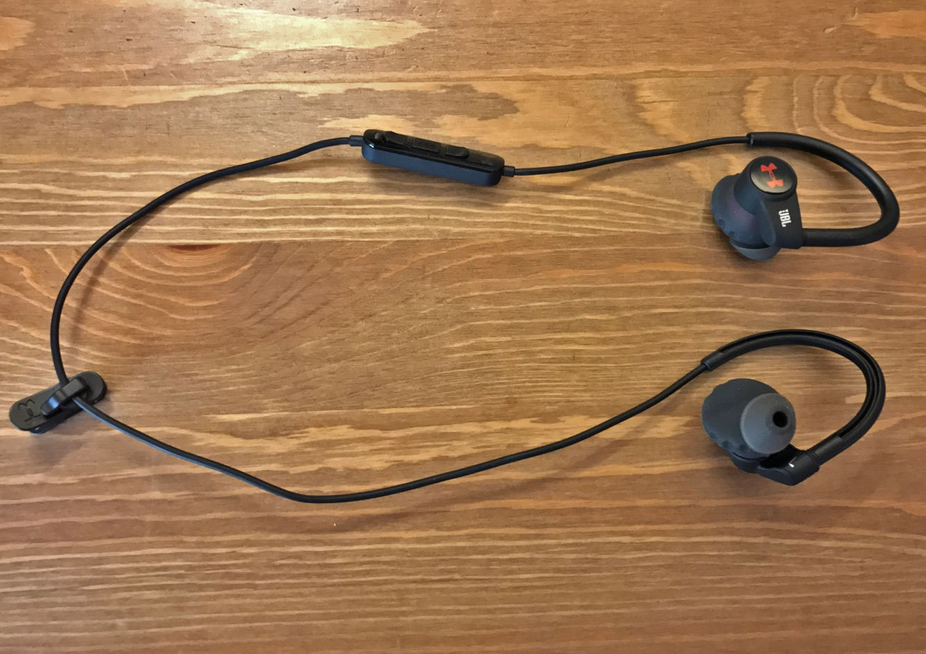jbl under armour sport wireless review. to jbl\u0027s credit, the ua hr is full-featured and comes with a nice complement of accessories. included in box are perfectly sized silicone carrying jbl under armour sport wireless review