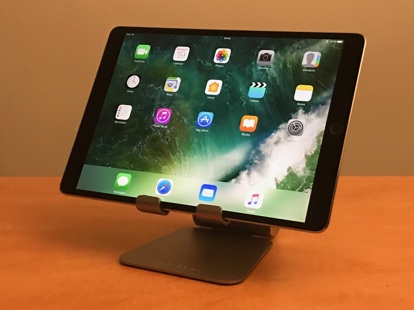 Satechi R1 Aluminum Hinge Holder Foldable Stand for iPad