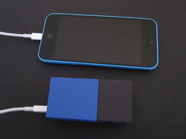 Review: Fluxmob Bolt Combination Wall Charger + Backup Battery