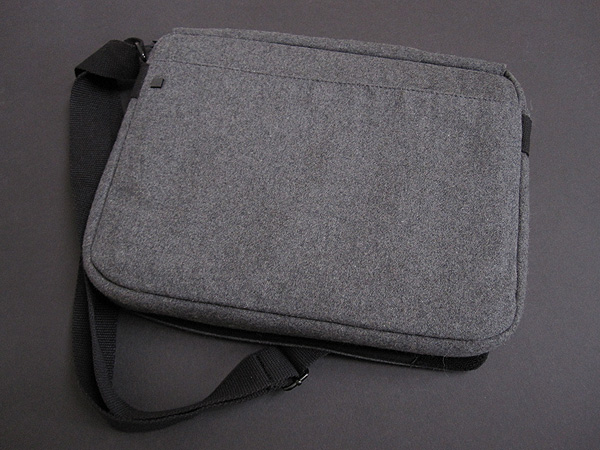 Review: Hex Varsity Messenger Bag for iPad