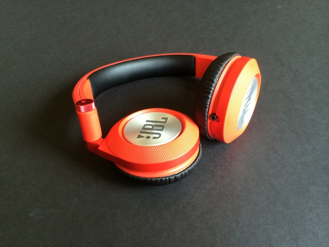 Review: JBL Synchros E40BT On-Ear Headphones