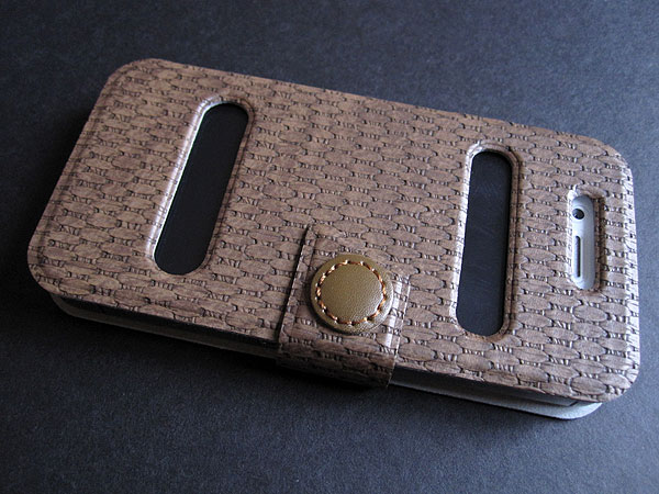 First Look: Luxa2 Carbon Camber + Lille for iPhone 4/4S