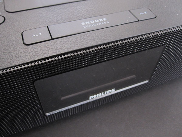 Review: Philips AJ7260D/37 Dual Dock Triple Charging Clock Radio