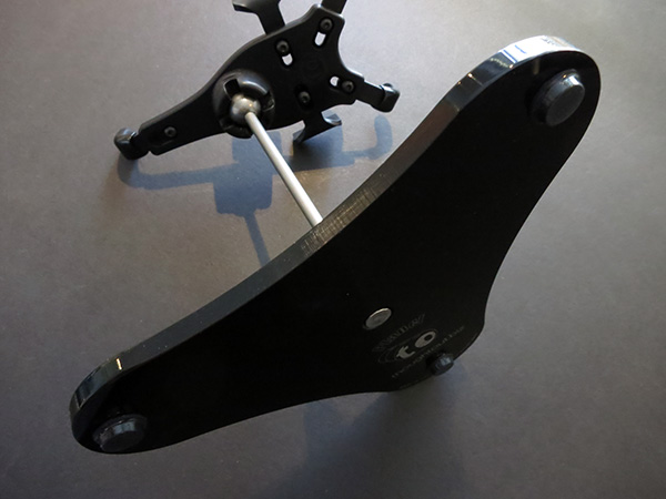 Review: Thought Out PED4 Planet CH50 Pivoting Stand for iPhone 5