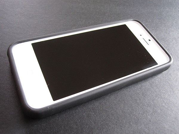 Review: Uniq Creation Back to Basics for iPhone 5