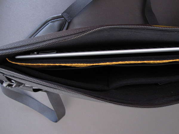 Review: WaterField Designs Travel Express for iPad