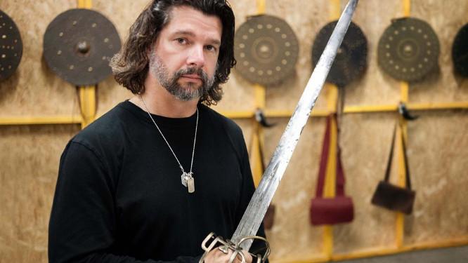 Apple orders sci-fi show from 'Outlander,' 'Battlestar Galactica' show runner