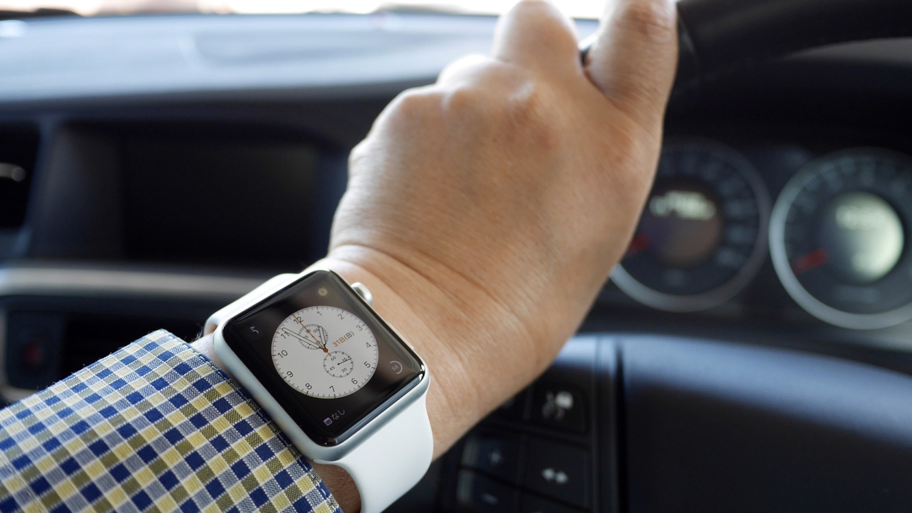Canadian motorist receives fine for looking at Apple Watch while driving