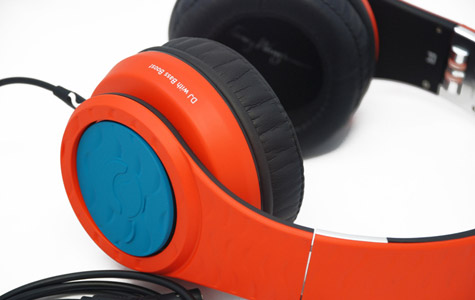 Fanny Wang offers custom-coloring for headphones 1