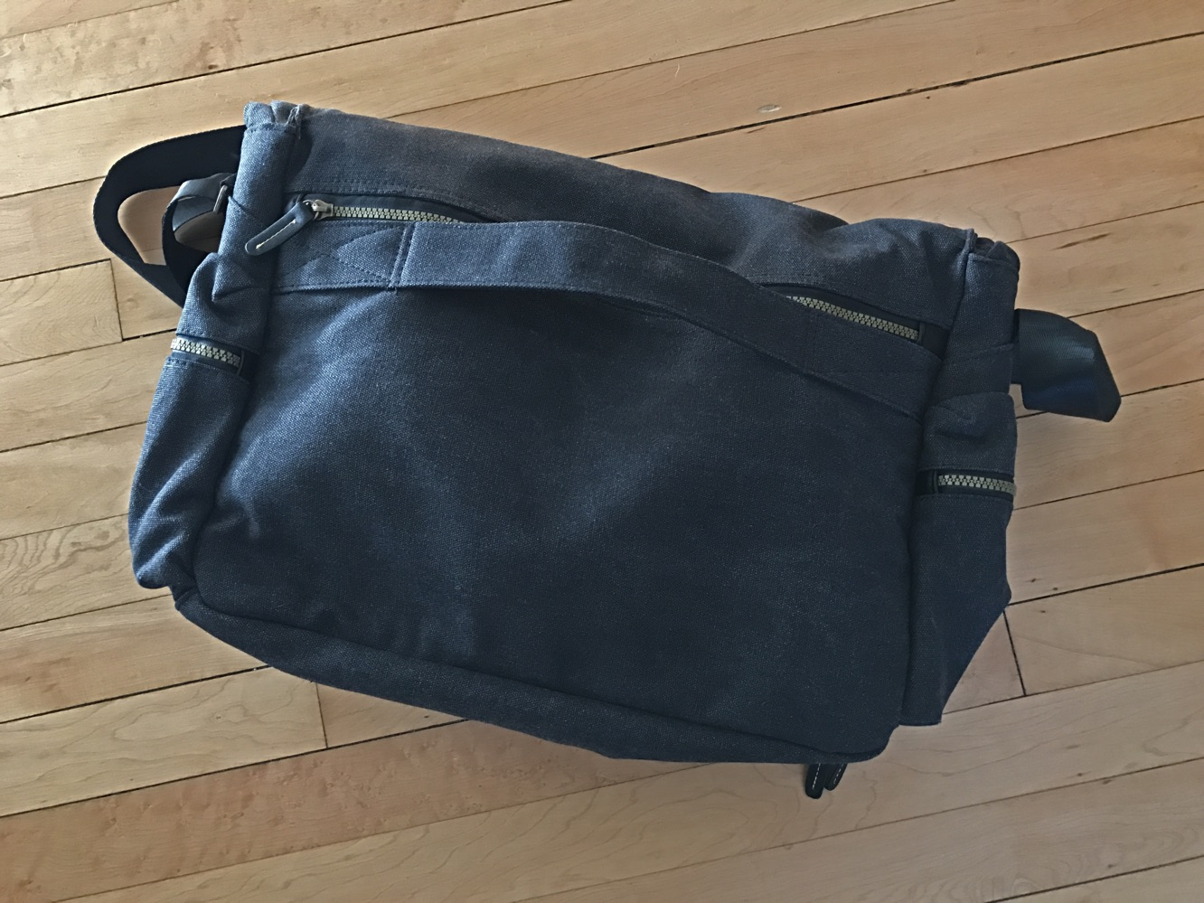 "Cocoon Urban Adventure 16"" Messenger Bag"