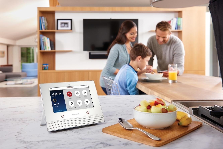 Honeywell announces Lyric HomeKit-compatible security cameras 1