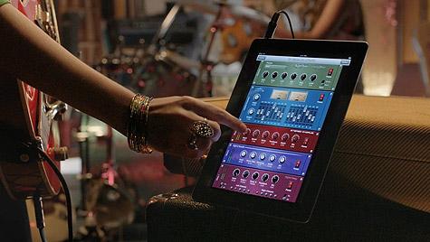 Apple airs new iPad 2 TV ad, 'Love' 1