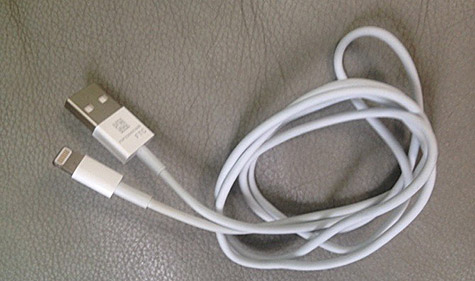 Purported next-gen iPhone charge/sync cable appears online 8