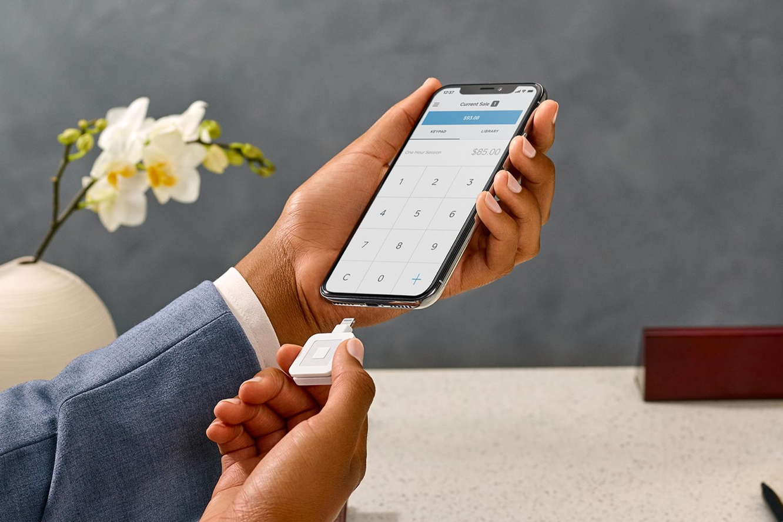 Square announces Lightning-based magnetic card reader 1