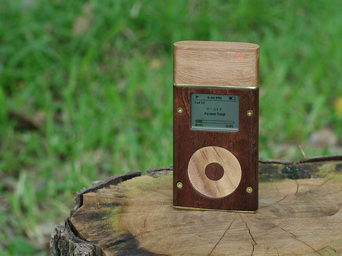 iLounge reader creates all-wood iPod mini, accessories